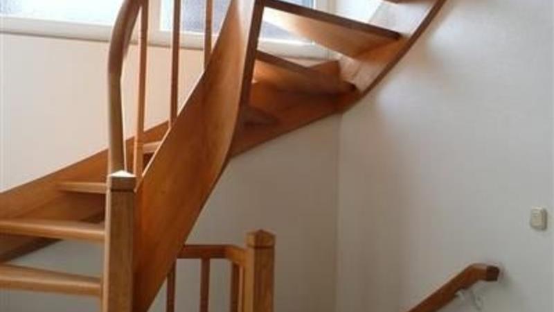 Gewendelte Treppe in Eiche geölt