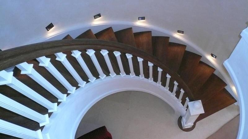 Rundwangentreppe im Landhaus